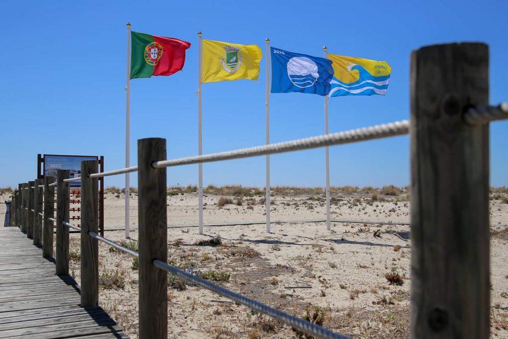 bdr bandeiras e mastros nas praias