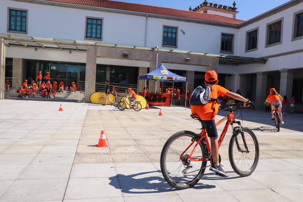 volta a portugal academia bicicleta bdr bandeiras e mastros