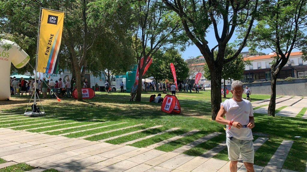 volta a portugal em bicicleta santander bdr bandeiras e mastros flagwater