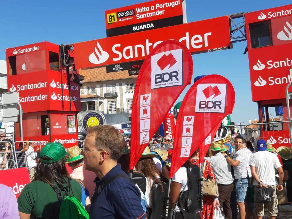 volta a portugal em bicicleta santander bdr mochilas bandeira