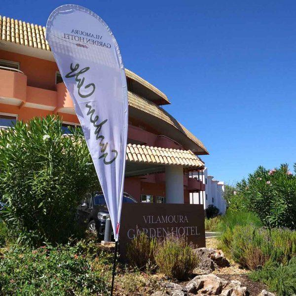 bdr-bandeiras-e-mastros-beach-flag-vilamoura-garden-hotel-comunicacao